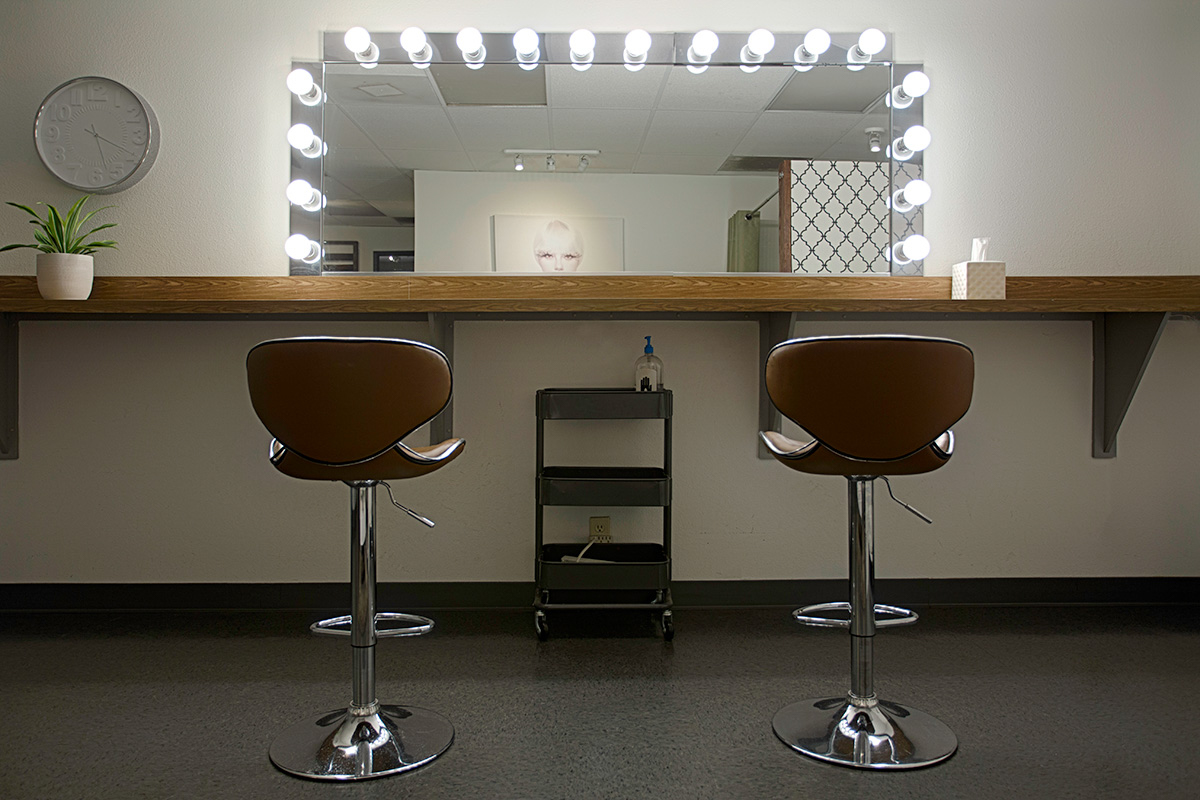 RedLab-Studios-Los-Angeles-North-Hollywood-Makeup-Room-441A3681.jpg