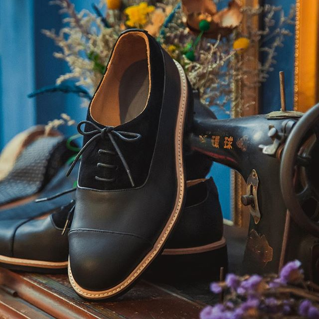 "One can never go wrong with ""black on black"" combination . . #kazuocraft #madeintaipei  #customisableshoes #handcrafted #gentlemanstyle #designyourownshoes #shoemaker #bespokeshoes #dressshoes #dressshoesformen #smartcasual #dandystyle #handcraftedshoes #shoesformen #dandy #fashionablemen #craftmanship #gentlemanshoes #dandyshoes #allblack #allblackeverything  #bespokemakers #customshoes #madetoorder #dapper #dapperfashion"