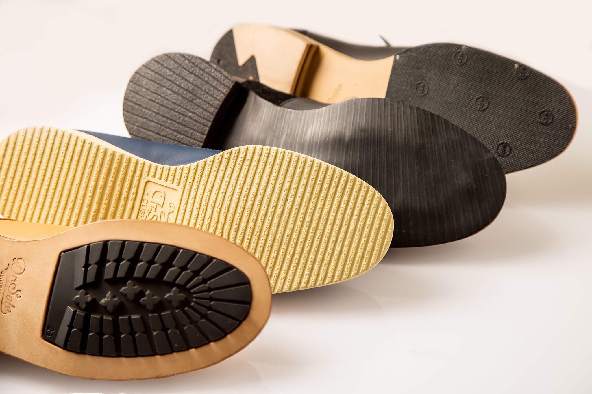 我們提供四款不同鞋底,讓你可以依照個人的需求/喜歡/穿著場合,來決定你的皮鞋應該搭配什麼樣的鞋底。  We offer 4 different types of soles you can choose from.