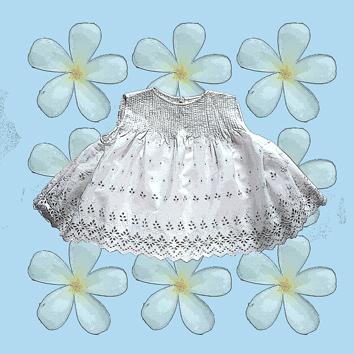 Memory of the things 手作りのコットンのサマードレス。3世代に受け継がれるコットンブラウス。作家の夫の伯母が編んでくれたウールのドレス。手作りの帽子や靴下は彼女の娘たちを優しく包んだ。見るたびに色々なことが思い出される愛情の詰まったかけがえのないもの。大切なものの声を聴きながら作った数々の作品を紹介。