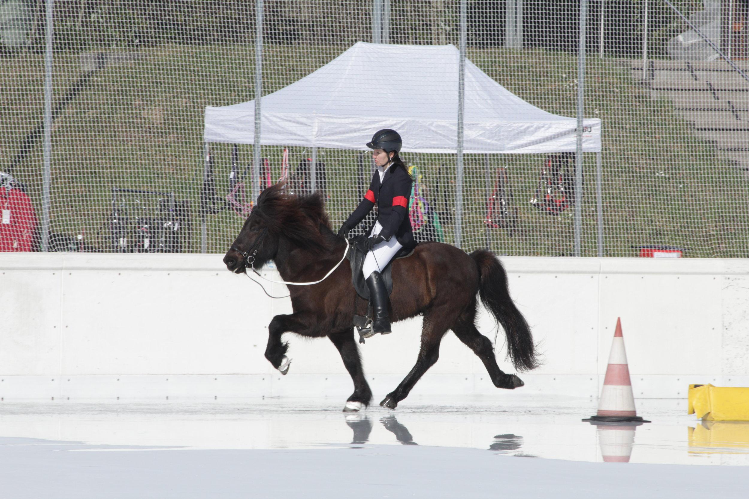 Dominique mit Valur auf dem Eis