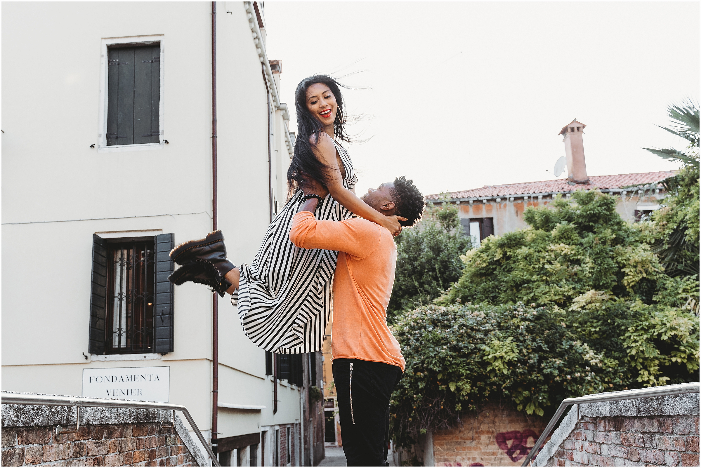 couple-shooting-venice-elopement-in-Venice-Venice-photographer_17.jpg
