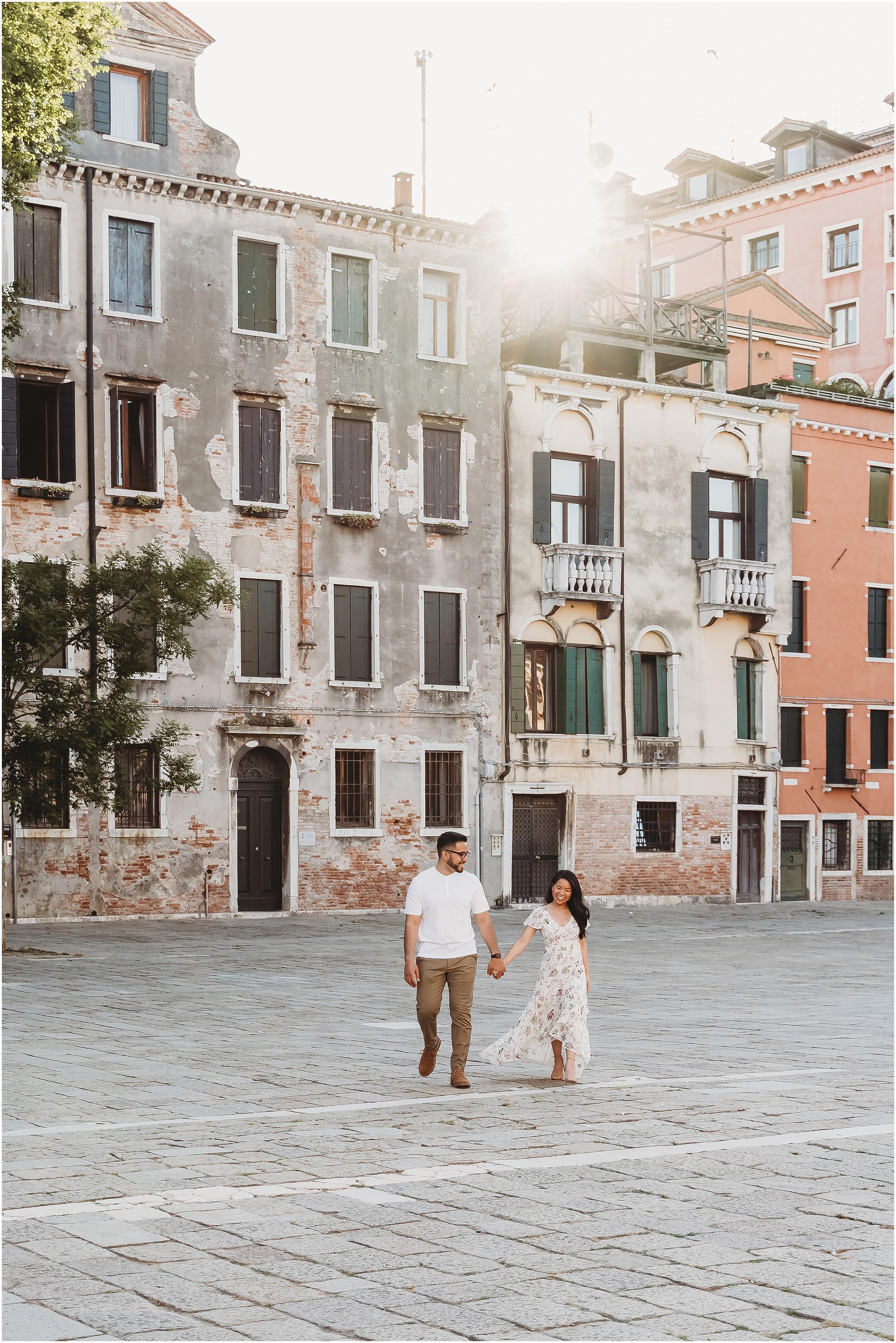 photographer-in-venice-elopement-shooting-Venice-couple_02.jpg