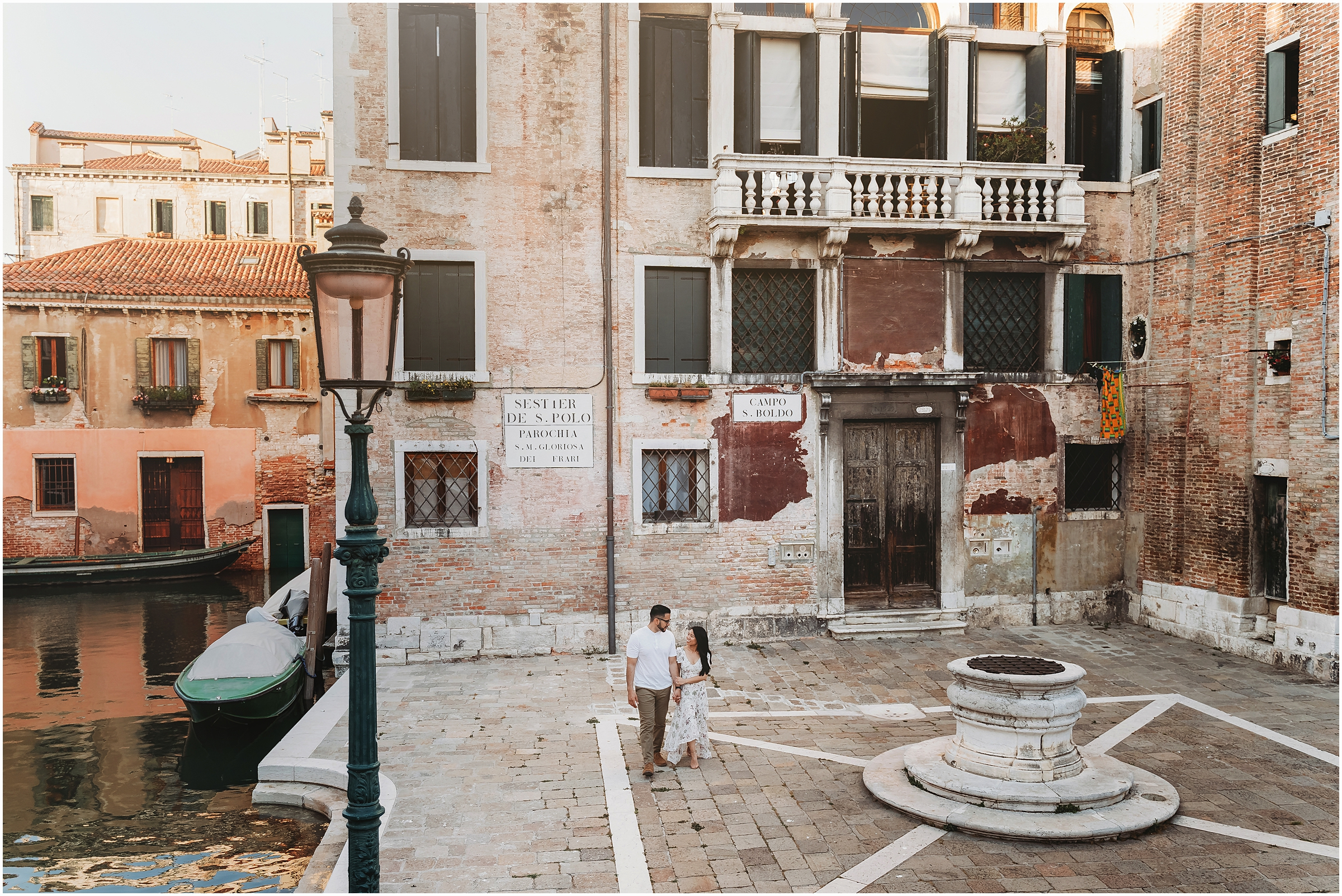 photographer-in-venice-elopement-shooting-Venice-couple_09.jpg