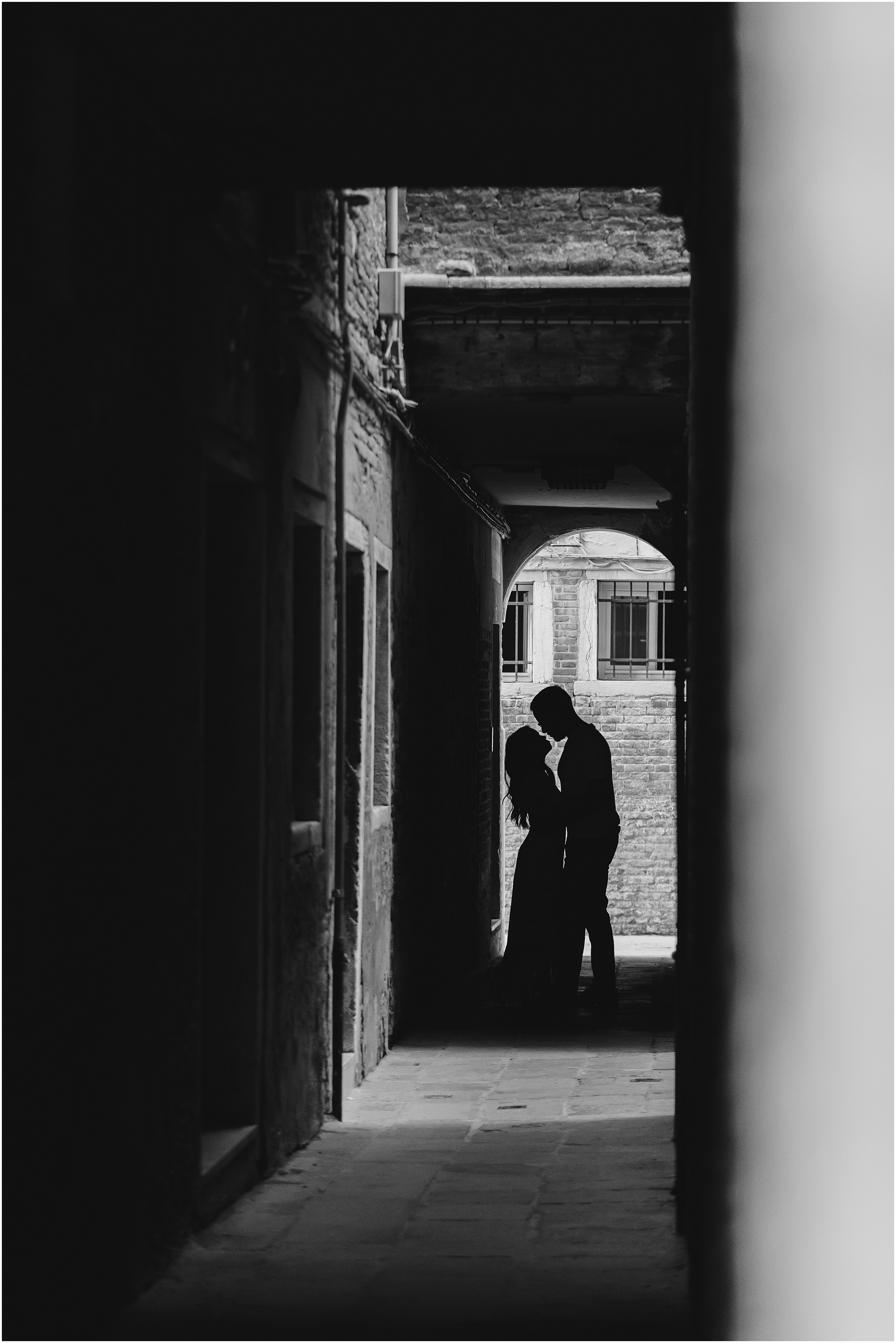 photographer-in-venice-elopement-shooting-Venice-couple_11.jpg