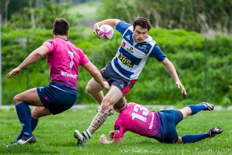 Lucas Huter - avoiding tackles