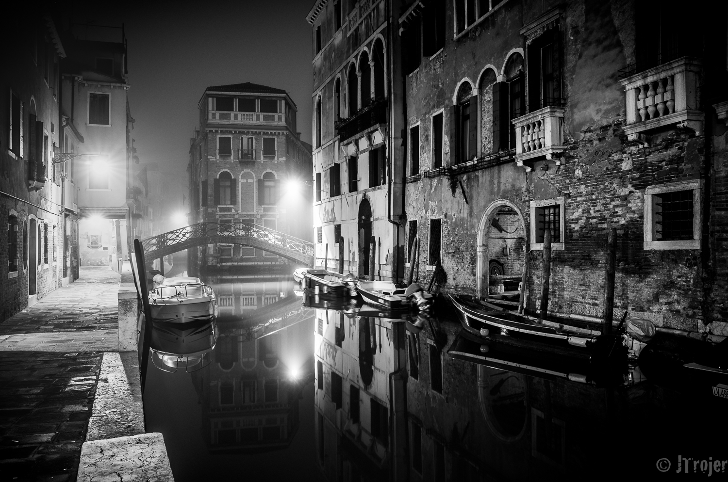 Getting up at 5:00 in the morning gets you to roam around Venice and have the streets all for yourself.