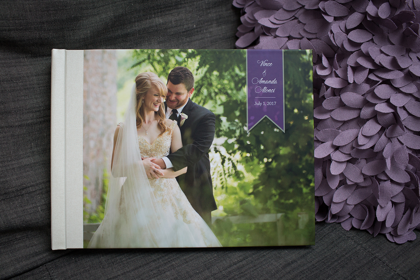 By far our most popular album style. It is a stunning 12x9 presentation to match your beautiful wedding! It is an heirloom that will keep your memories safe and vibrant for generations.