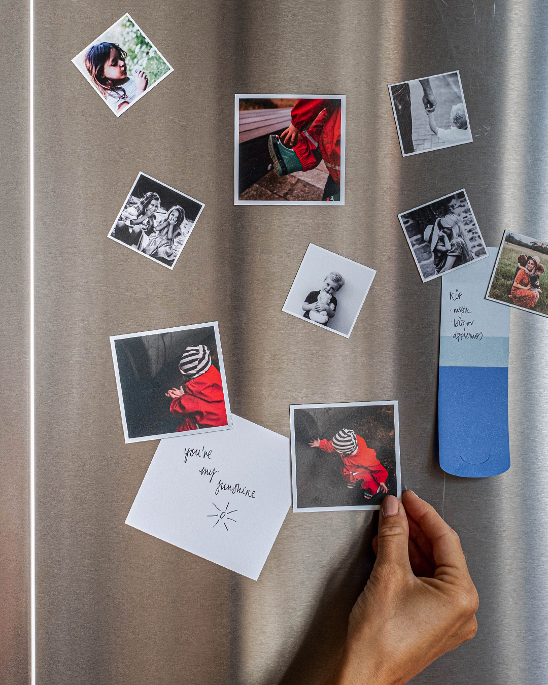 Brighten up your fridge with both memories and lovable notes. For yourself and all the people you love at home.