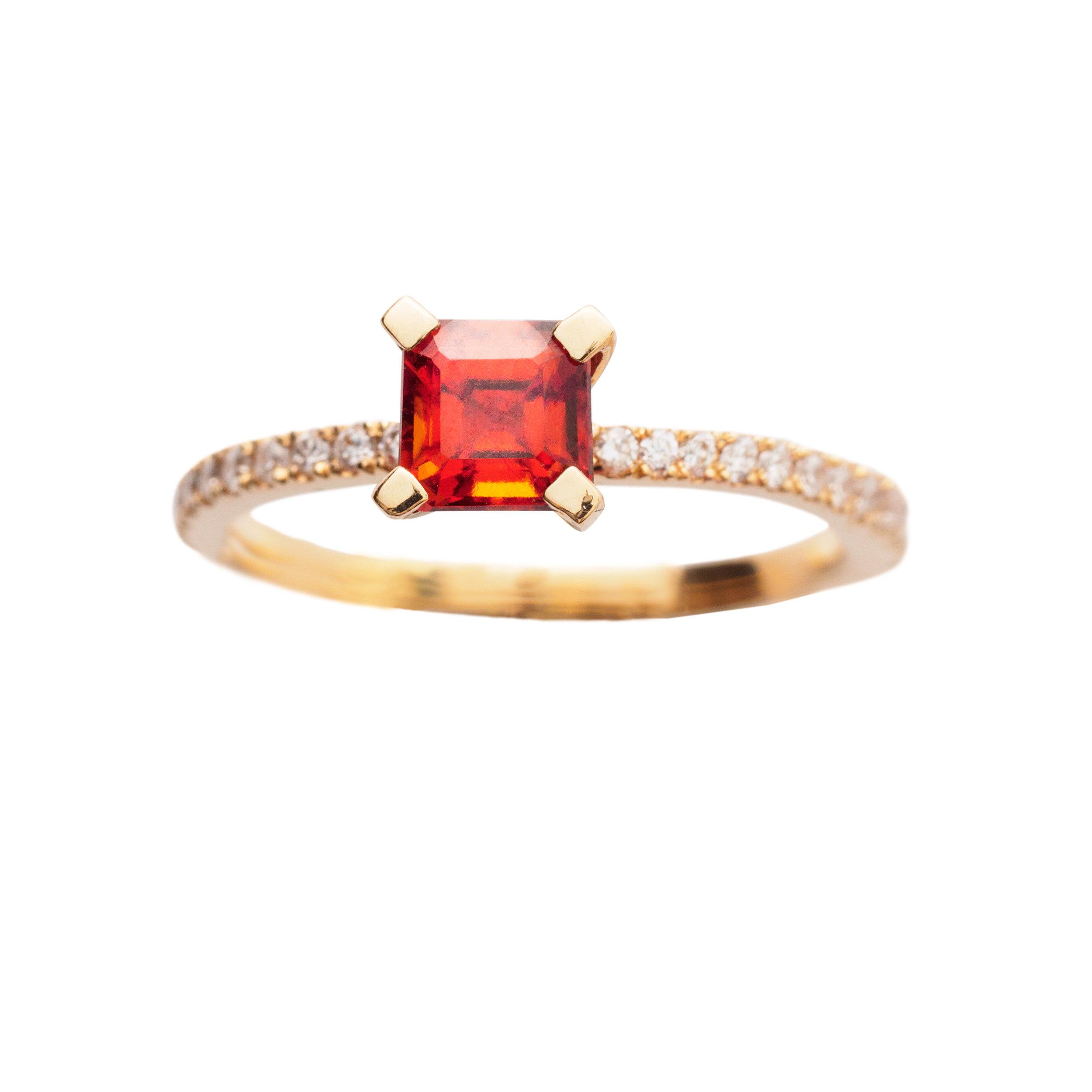 FIRENZE RING 21.200 NOK. 18 kt gold, diamonds and orange garnet