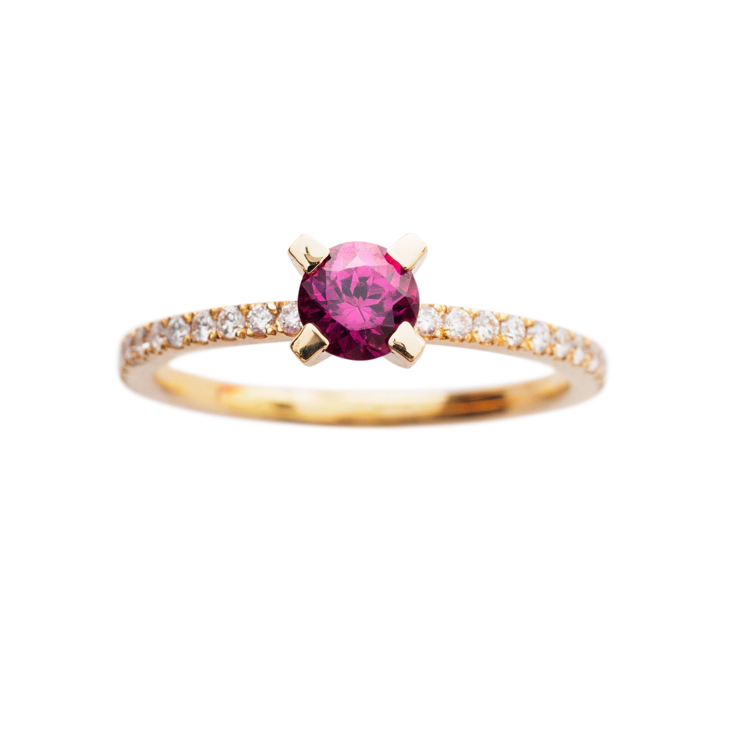 FIRENZE RING 21.200 NOK. 18 kt gold, diamonds and purple topaz