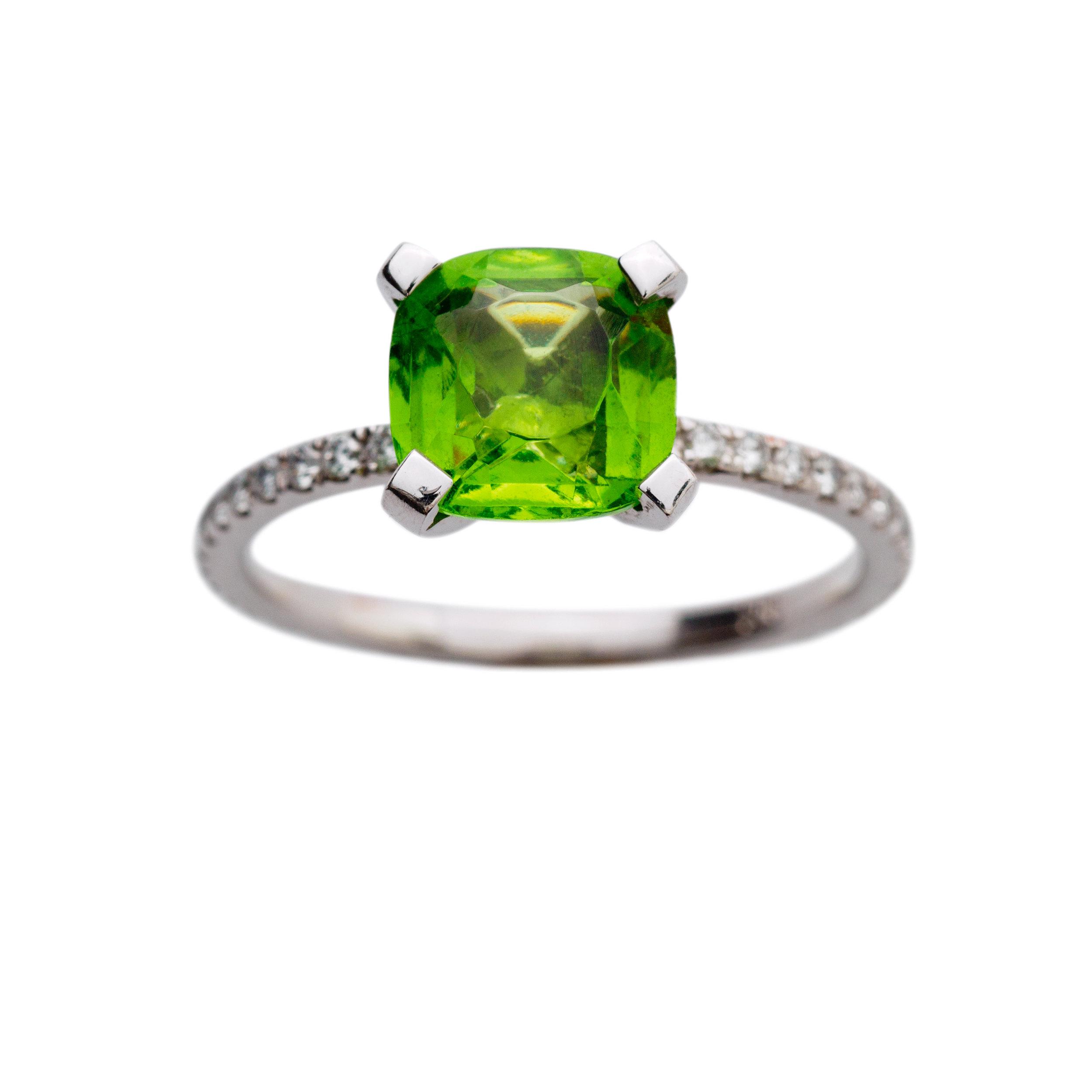 ST TROPEZ RING 22.500 NOK. 18 kt gold, diamonds and green turmaline