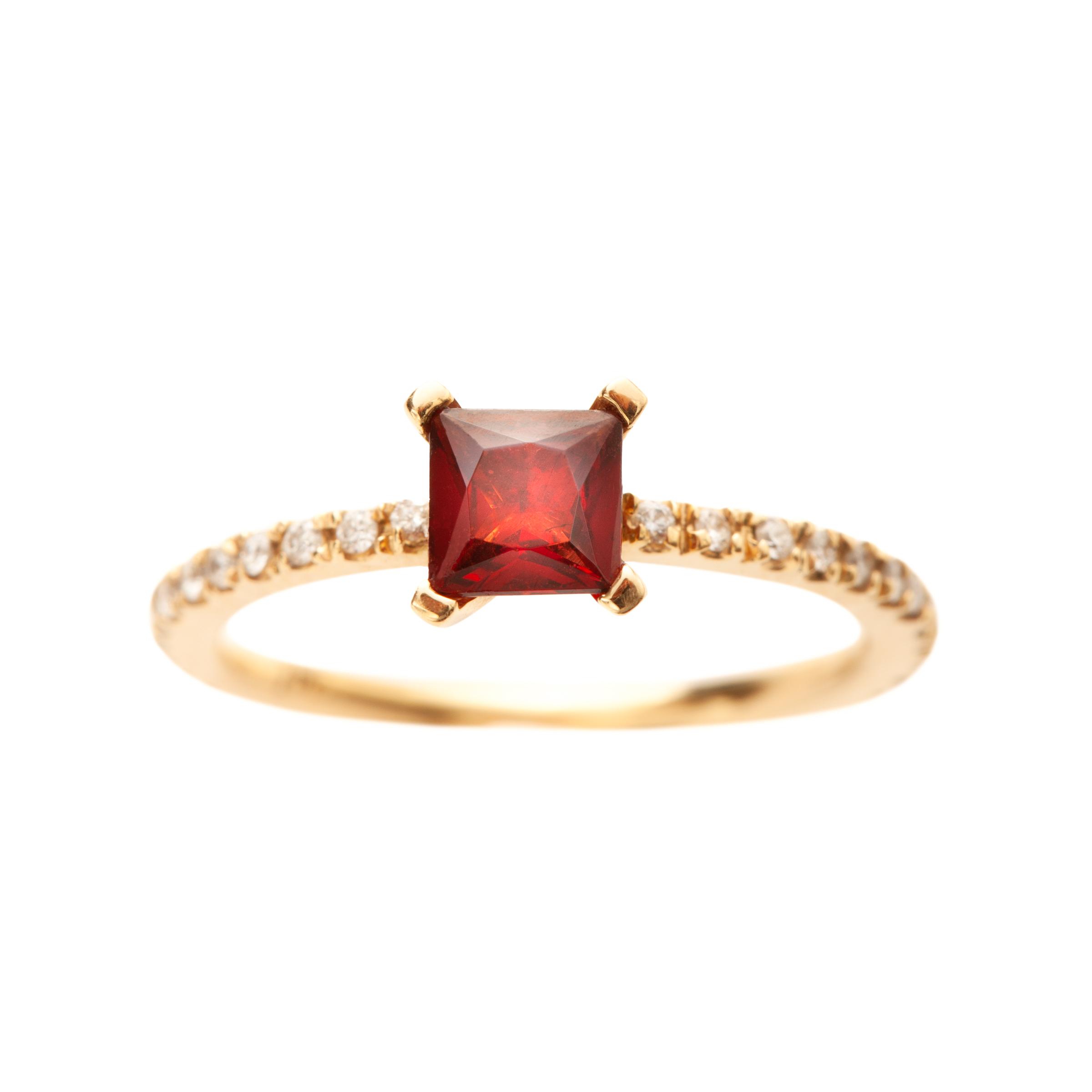 FIRENZE RING 21.200 NOK. 18 kt gold, diamonds and pyrope garnet