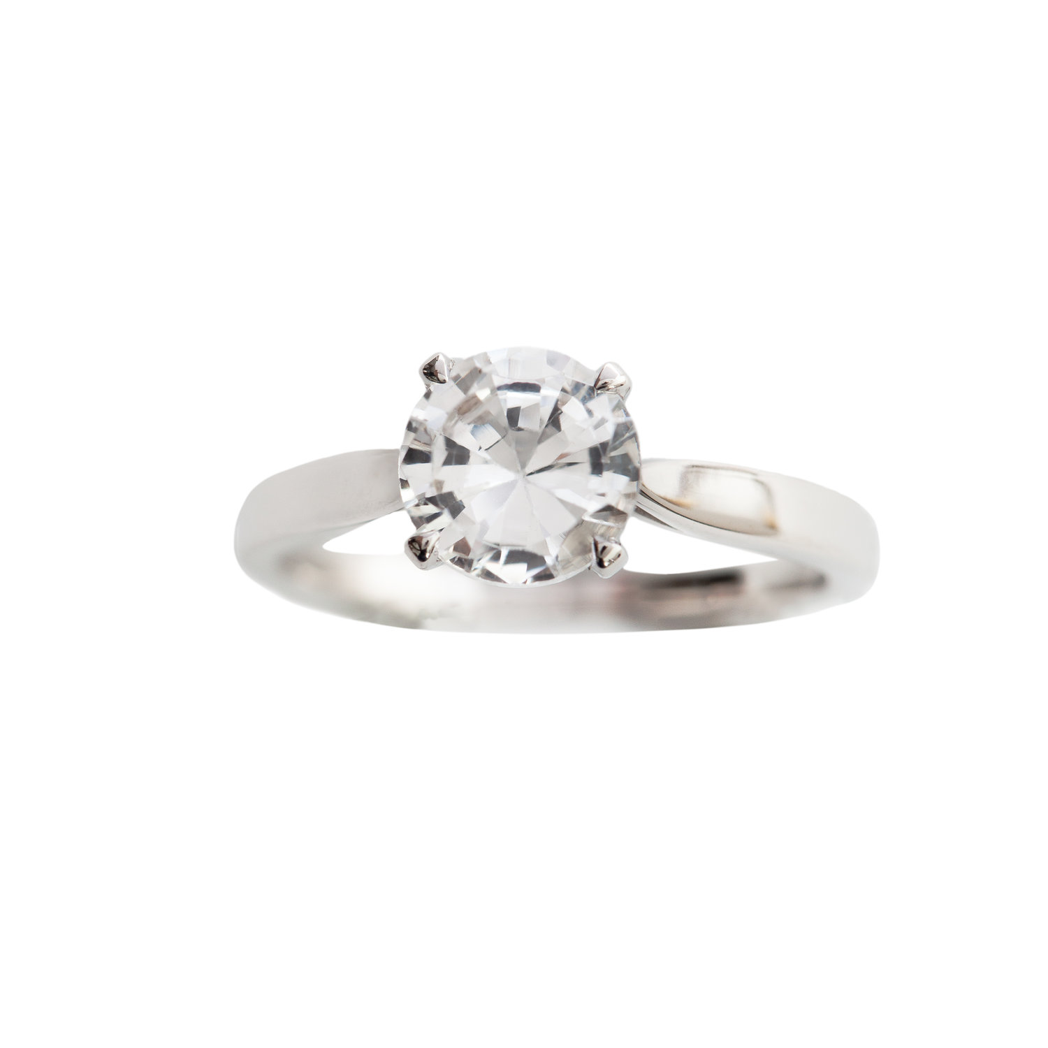 CLASSIC ENGAGEMENT RING - 15.000 NOK. 18 ct white gold. 1 ct solitaire cut white topaz.