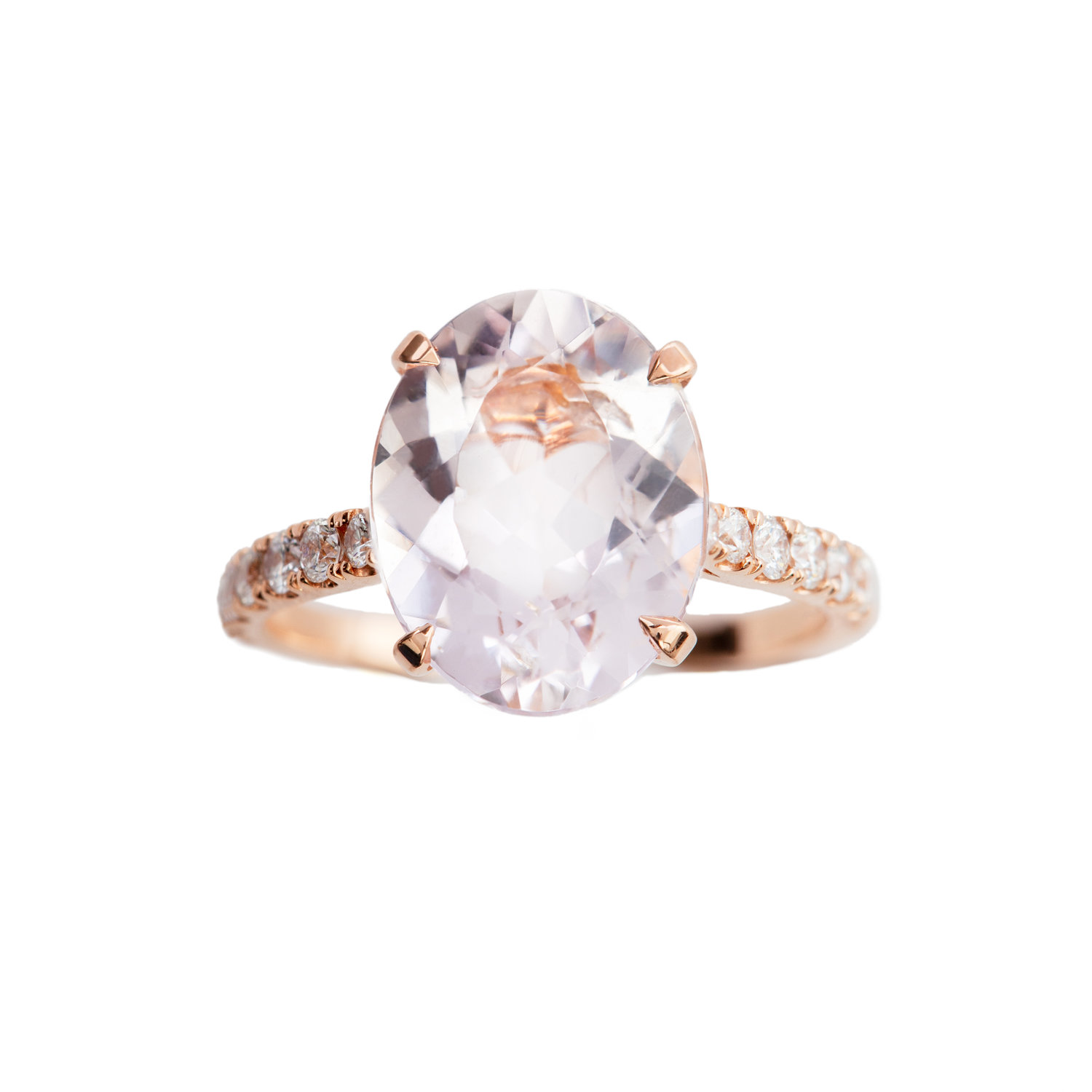 MORGANITE ENGAGEMENT RING - 35.000 NOK. 18 ct yellow gold ring with 3,62 ct oval cut pink morganite. 0,37 ct diamonds.
