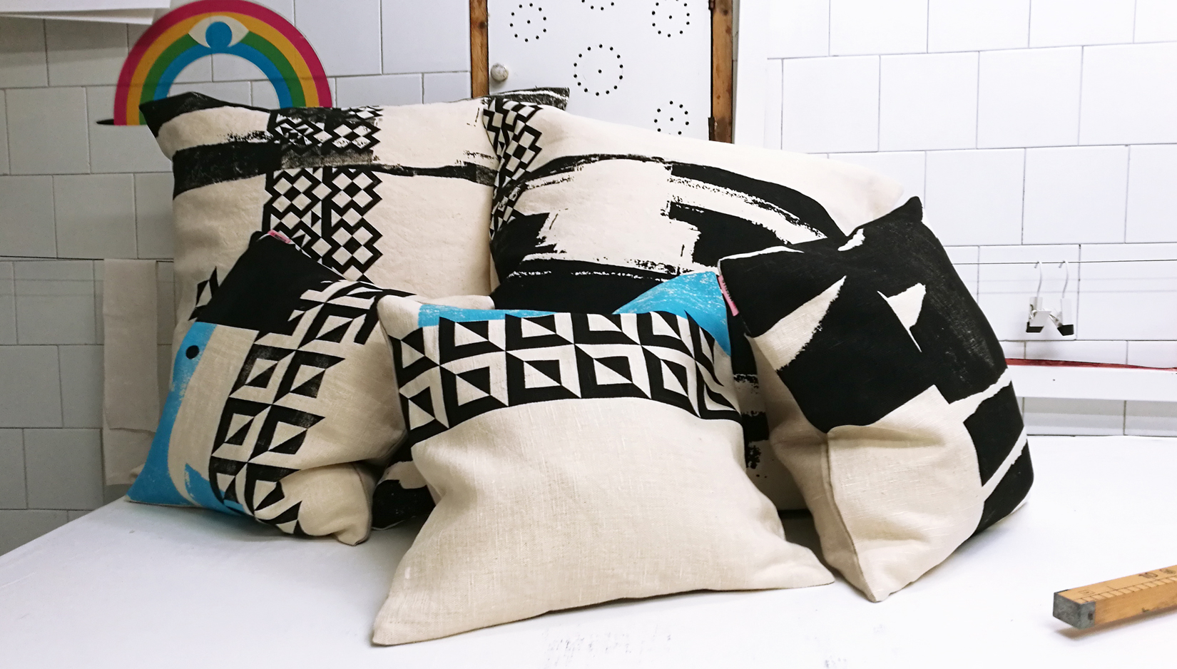 BlackWhite_hempfabric_pillows06.jpg