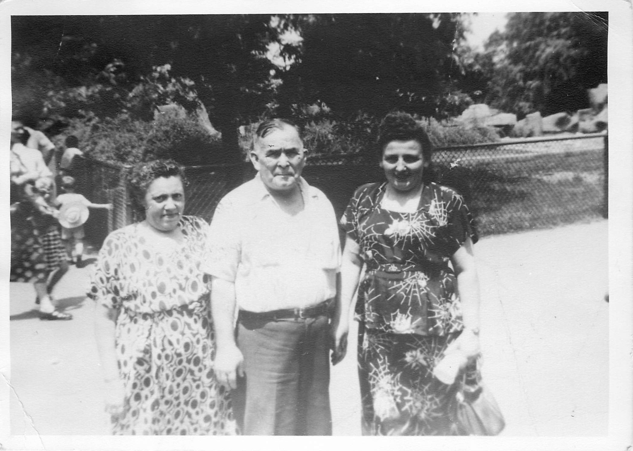 From left to right: Sylvia Steinberg; Jacob Steinberg; and Gitel Gelman, Jacob's niece