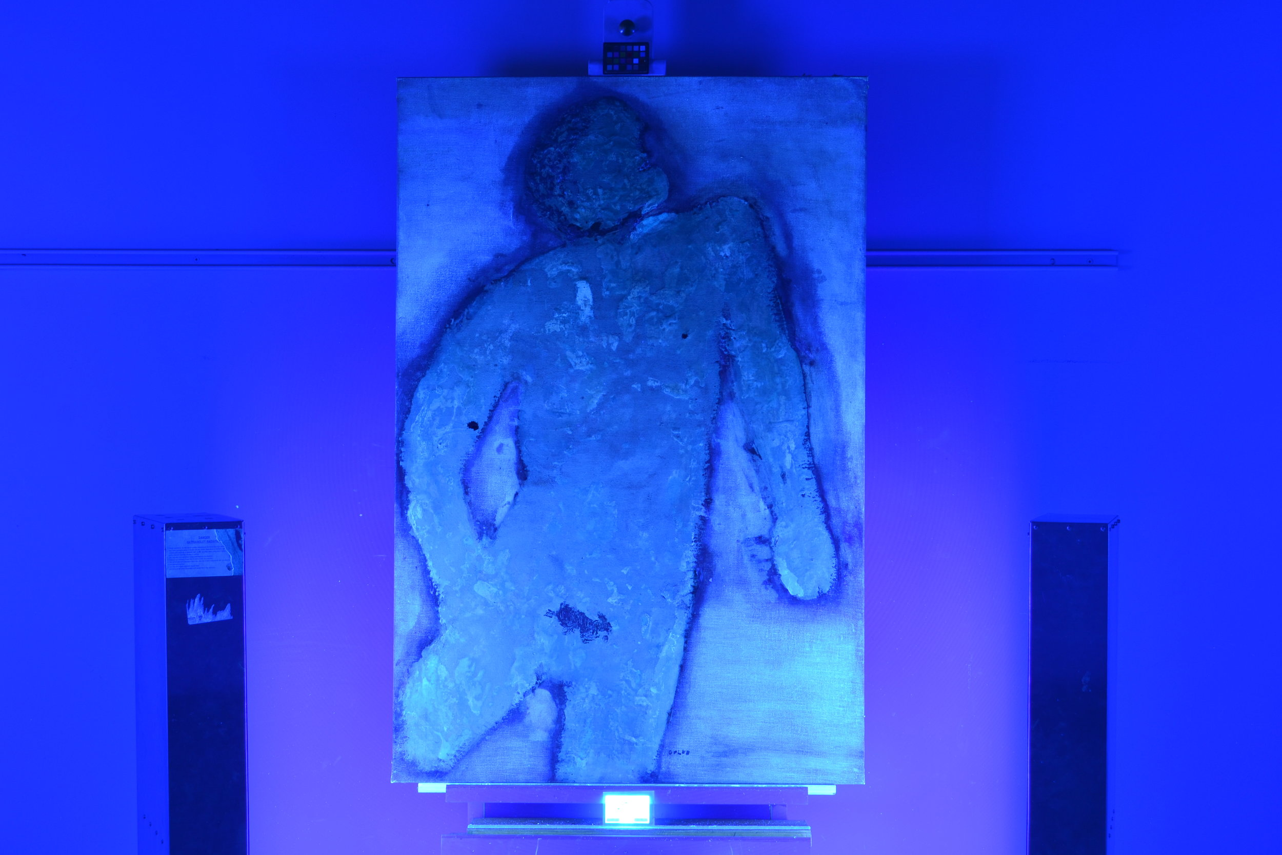 Black light testing revealed areas of paint loss more easily.
