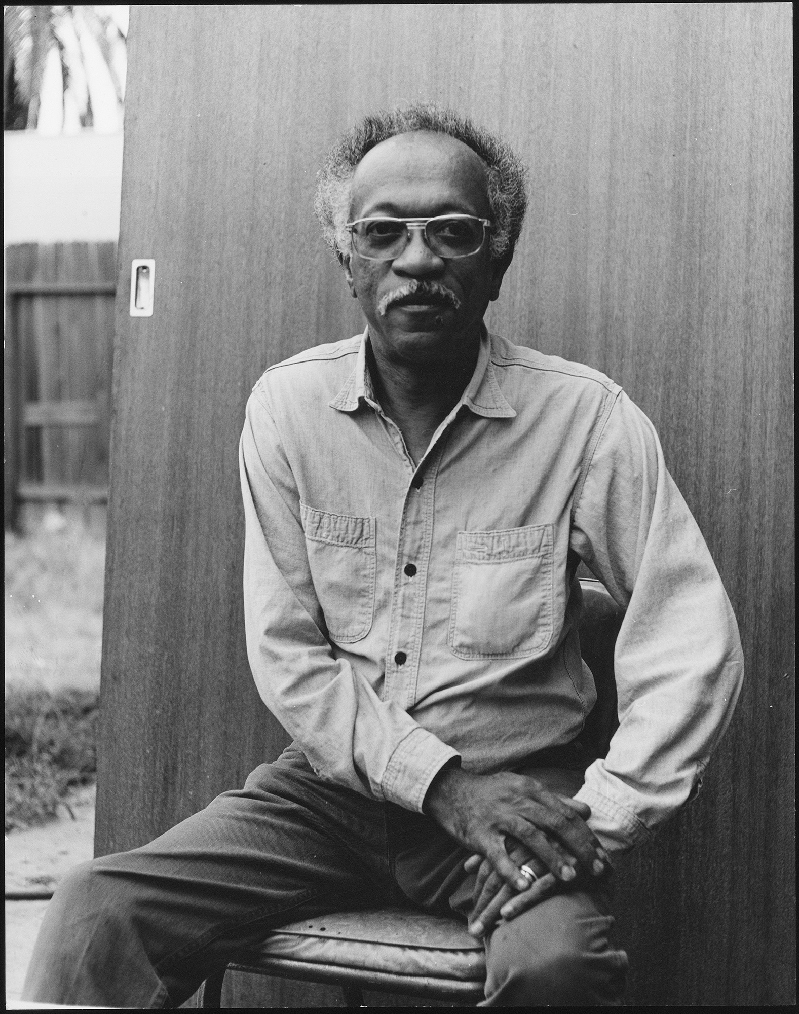 Charles White at home in Altadena, California, 1971.  Image courtesy of The Charles White Archives.