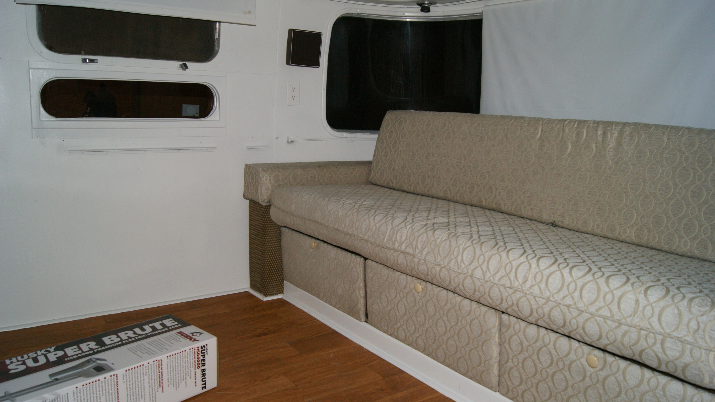 1983 28' Airstream Trailer