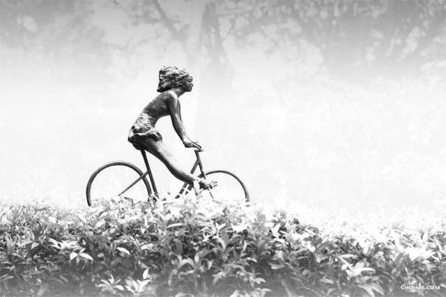 THE GIRL ON A BICYCLE - I can't take my eyes off