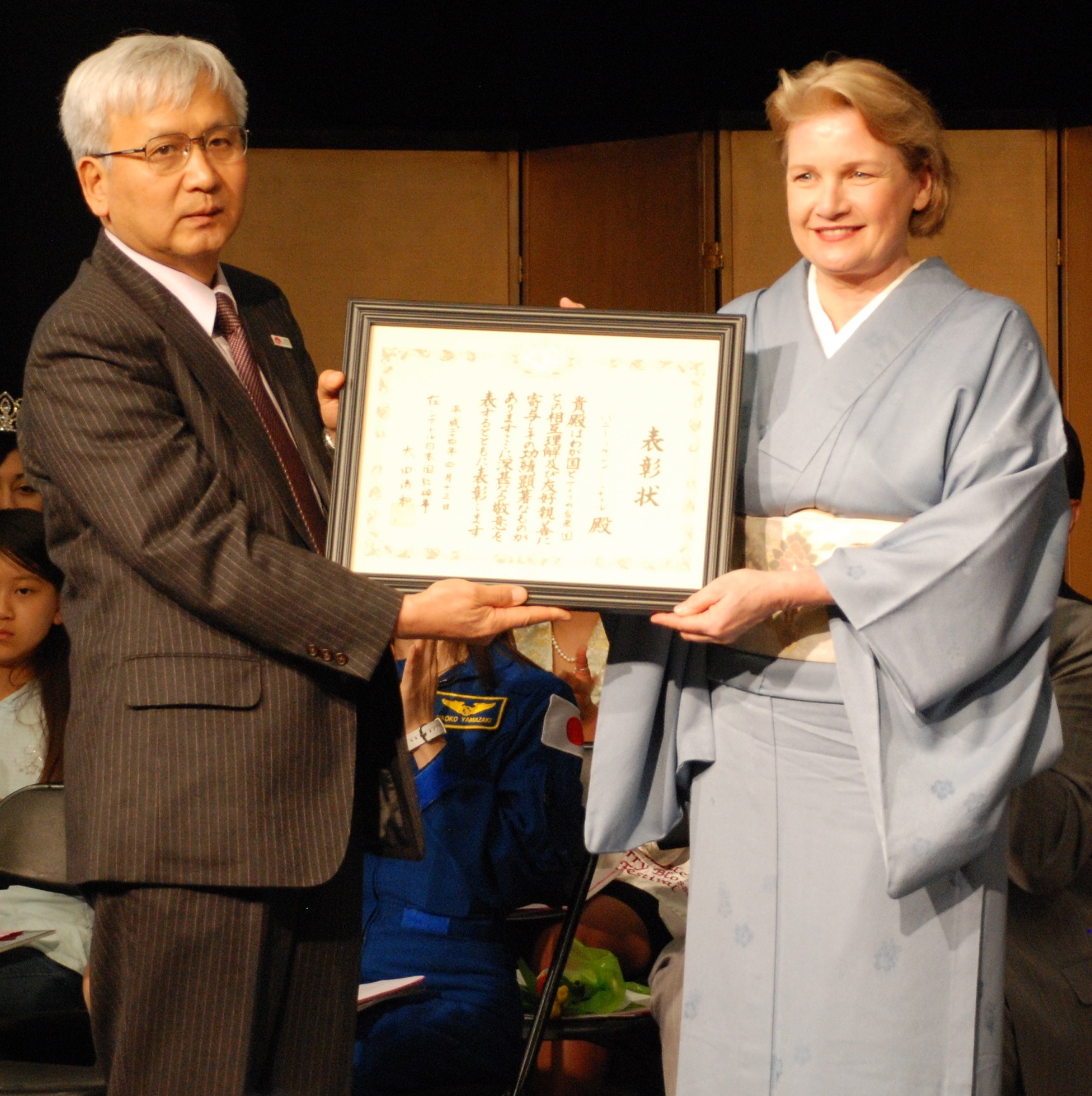 In 2012, Consul General Kiyokazu Ota, Consulate General of Japan in Seattle, presented Ms. Mitchell the Commemorative Award for her work in promotingunderstanding and appreciation of Japanese culture among the broader American community.