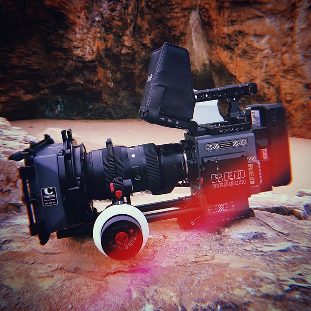 Fun day today with the Sigma 50-100mm on my Red Scarlet-W !! Chrosziel Mattebox and a Cinefocus Shoot35 follow focus 🎥🎥🎥 #redcamera #reddigitalcinema #reddigitalcamera #redscarletw #redscarlet #reddragon #5k #chrosziel #sigma #smallrig #shoot35 #cinefocus #tiffenblackpromist #🏖