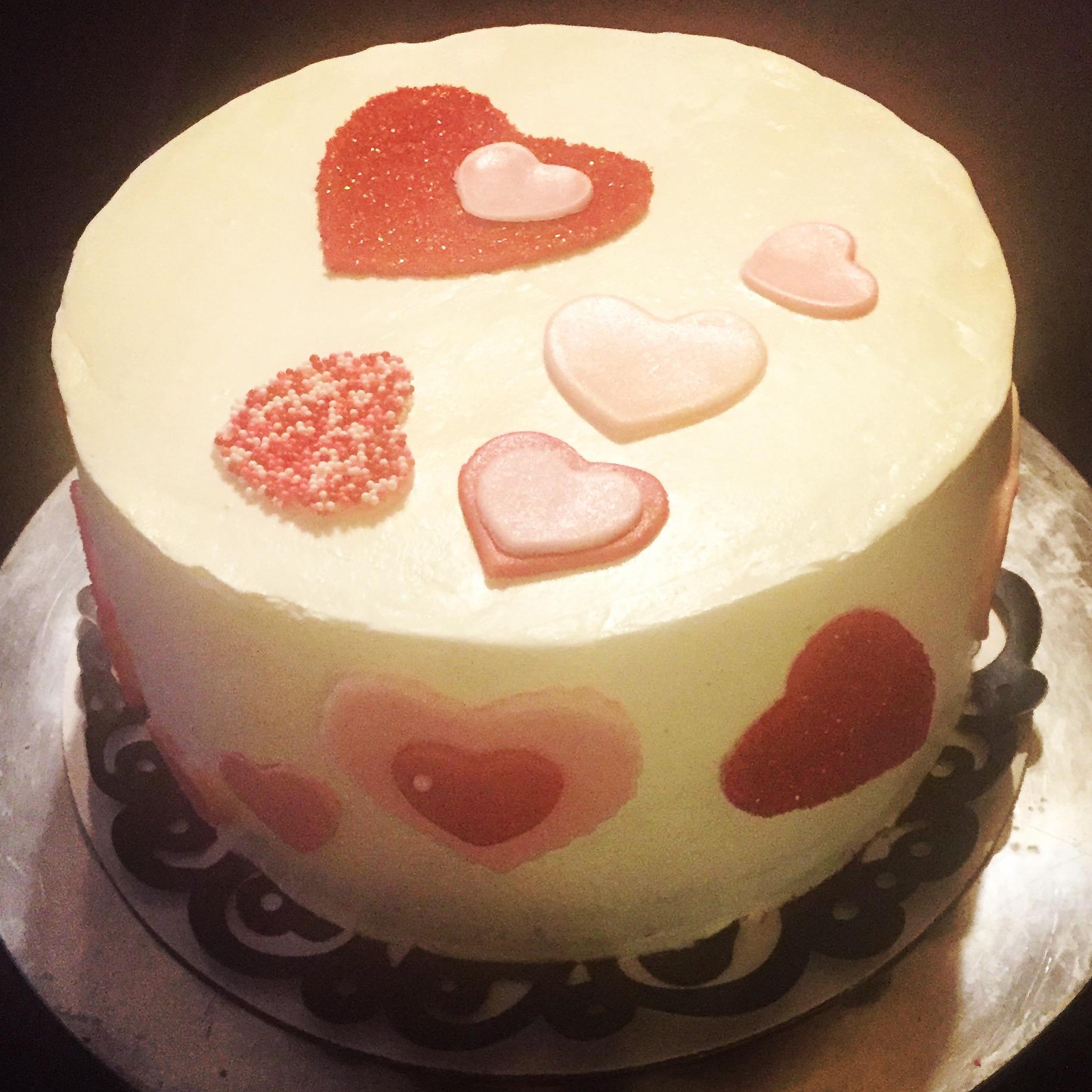 Vanilla Cream Cake filled with Cookies n' Cream