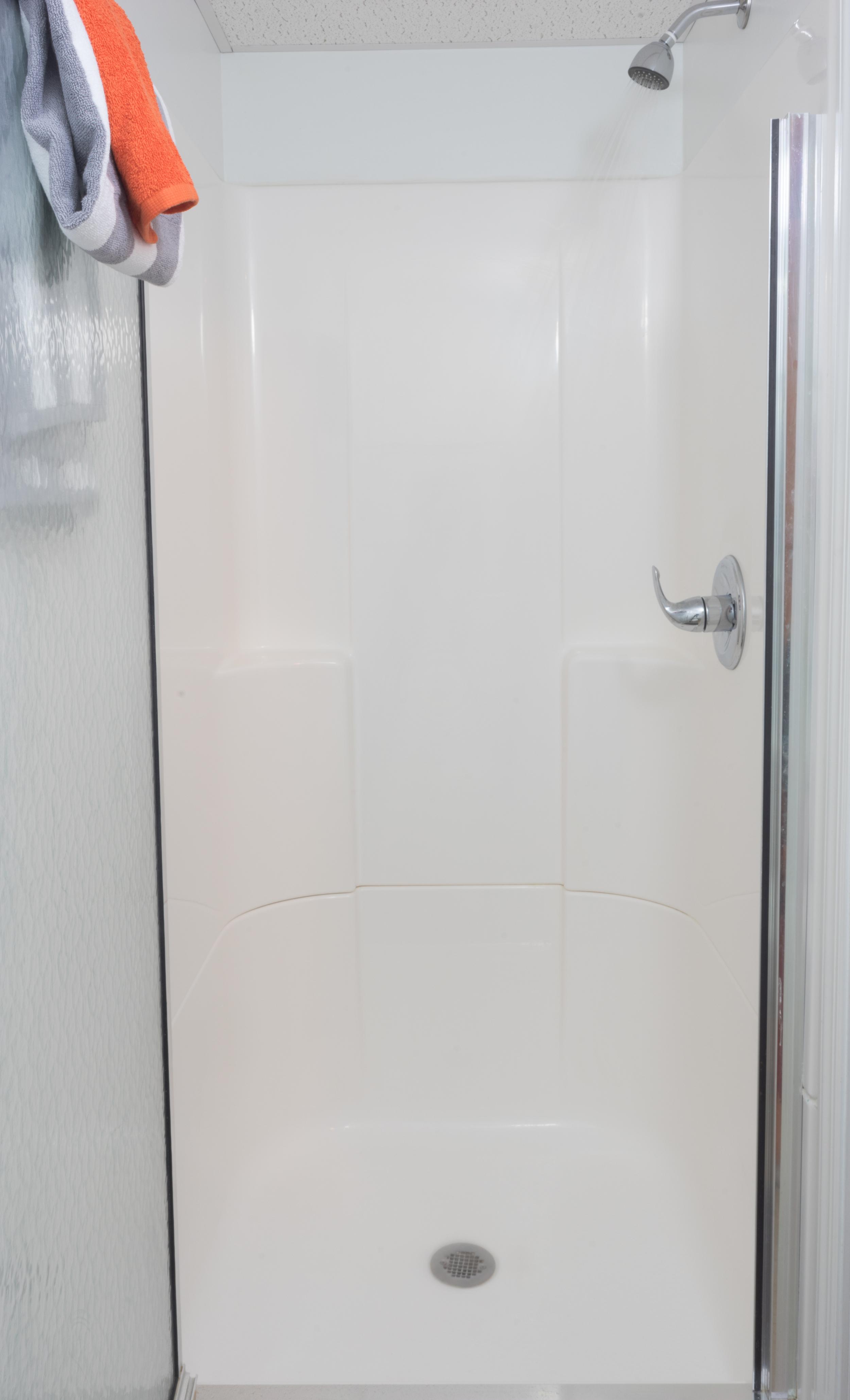Private Bathrooms at Pratt Studios
