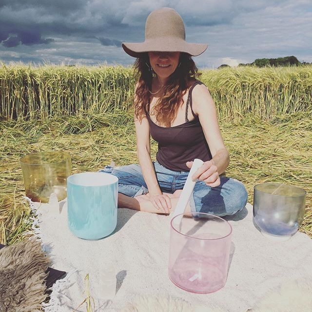 Well that was an amazing time! 5 days of pure bliss in the form of cacao ceremonies, ormus drinking, crop circles, crystal bowls, gong love, so much plant talk and so much caaaake! Thanks for all the soul nourishment my beauties @manna_modern_alchemy @growingwithgaia and @sound_seva 💖 I always leave you feeling full to the brim with love 💖 till next time 💫💞💫💞💫
