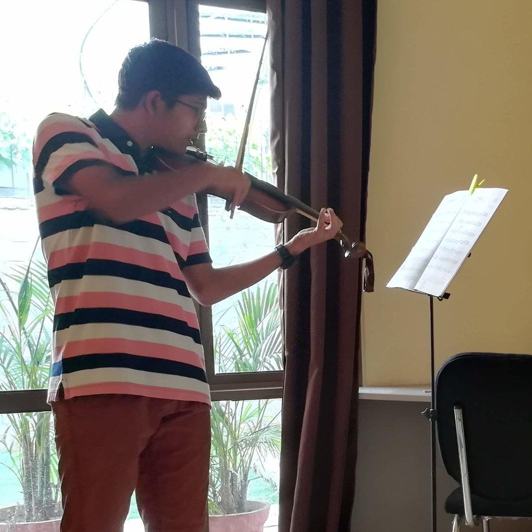 SHAYAK NANDI  (2018)    Grade 4 Violin - Distinction,