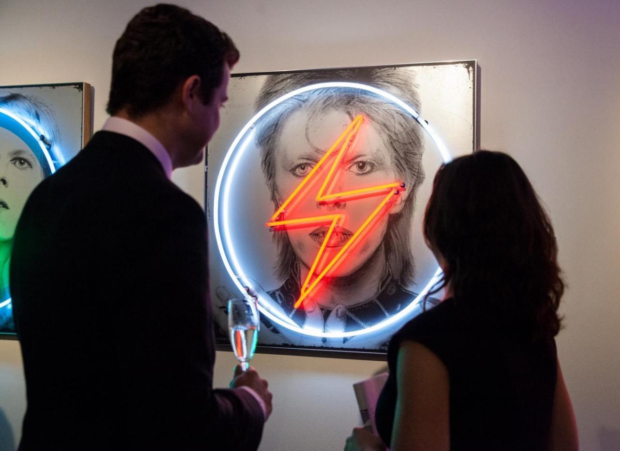 Louis Sidoli Neon Art: David Bowie - Golden Years Exhibition