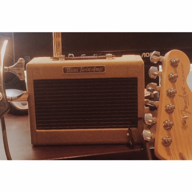 New toy: Fender Mini Twin-Amp. Has two two-inch speakers. Sounds good, looks better.