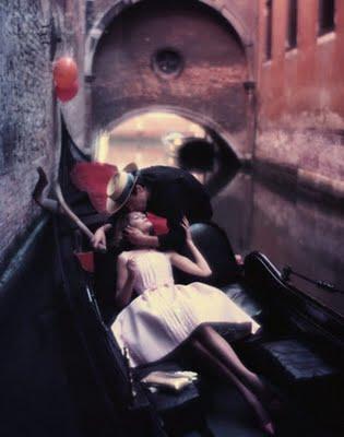 Gondolier_Kissing_Fashion_Mode.jpg