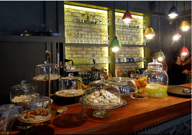 Desserts and lemonade on the bar at Sntrl Dukkan