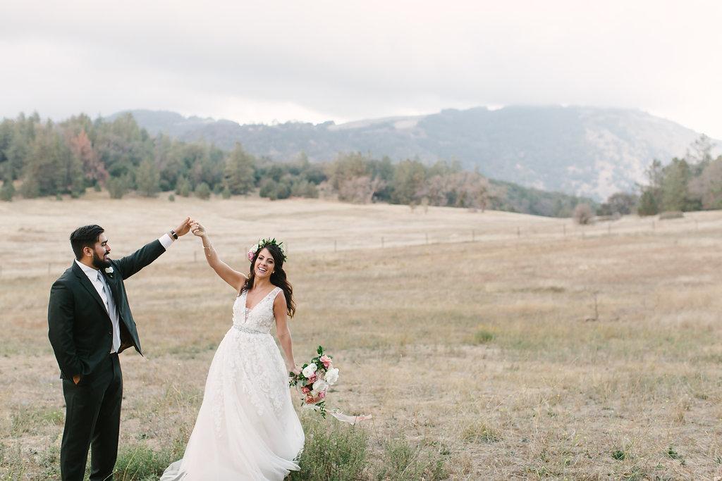 bride and groom flowers -9.jpg