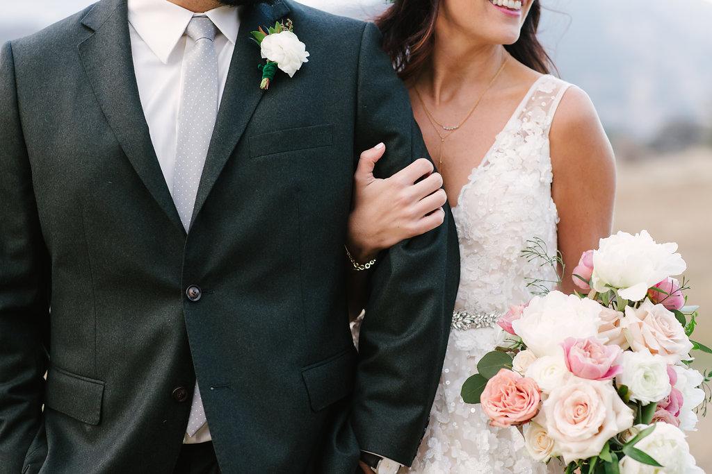 bride and groom flowers -129.jpg