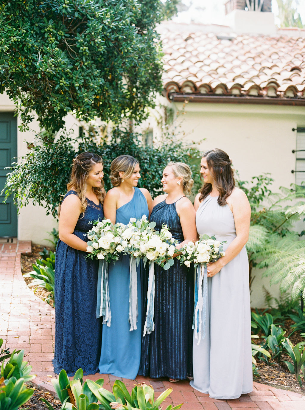 white bridesmaids bouquets.JPG