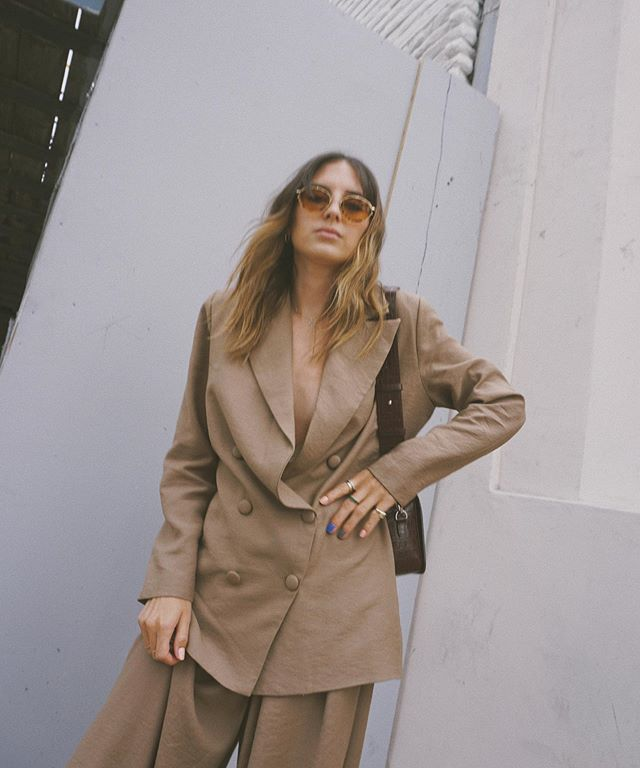 Oversized always 💖 • • • #styleblogger #fashionblogger #ootd #wiw #whowhatwearing #style #neutrals #beige #fashion #nastygal #nastygalxemrata