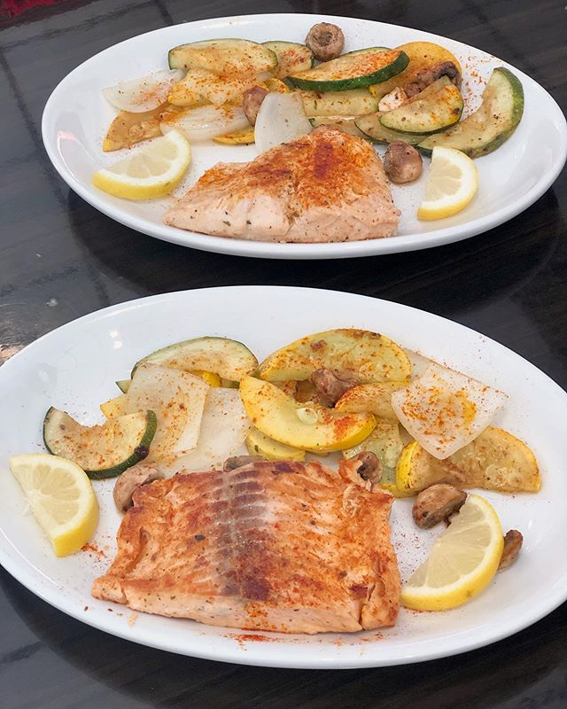 In the mood for some salmon? Me too! 😋 Pictured: Lunch portion, extra veggies, no rice . . . . . . . . . #greenolivesc #mediterraneanfood #turkishfood #eatfresh #eatlocal #supportlocal #southcarolina #colatown #sodacity #columbiasc #famouslyhot #colaeats #colatoday #allthingscolasc #columbiafoodies #foodporn #nationsbestbites #instafood #nomnom #hangryforhealth