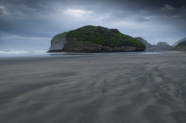 5_west-coast-beach-new-zealand.jpg
