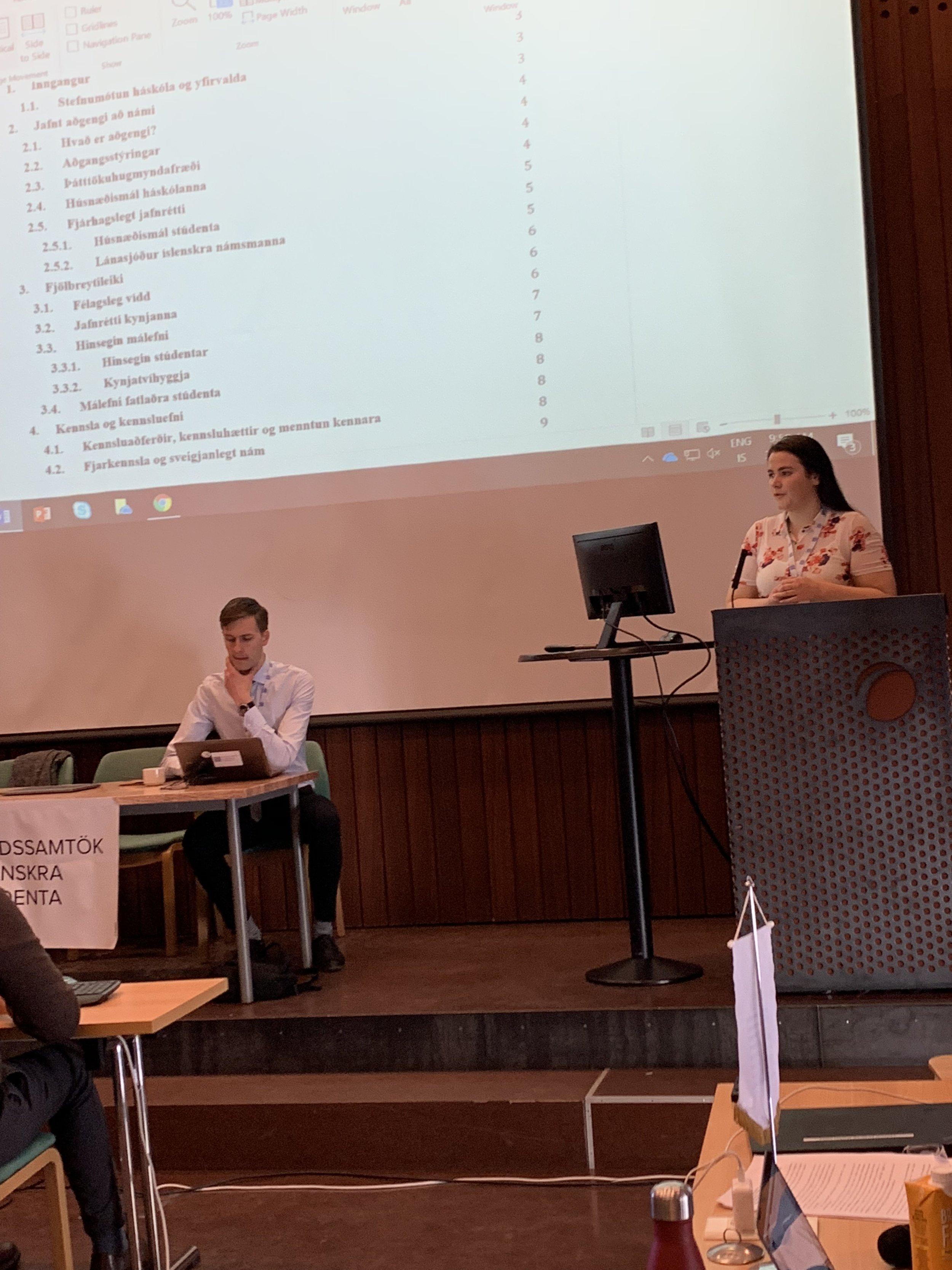 Sonja Björg Jóhannsdóttir, jafnréttisfulltrúi LÍS, kynnir stefnu samtakanna um jafnrétti í íslensku háskólasamfélagi.