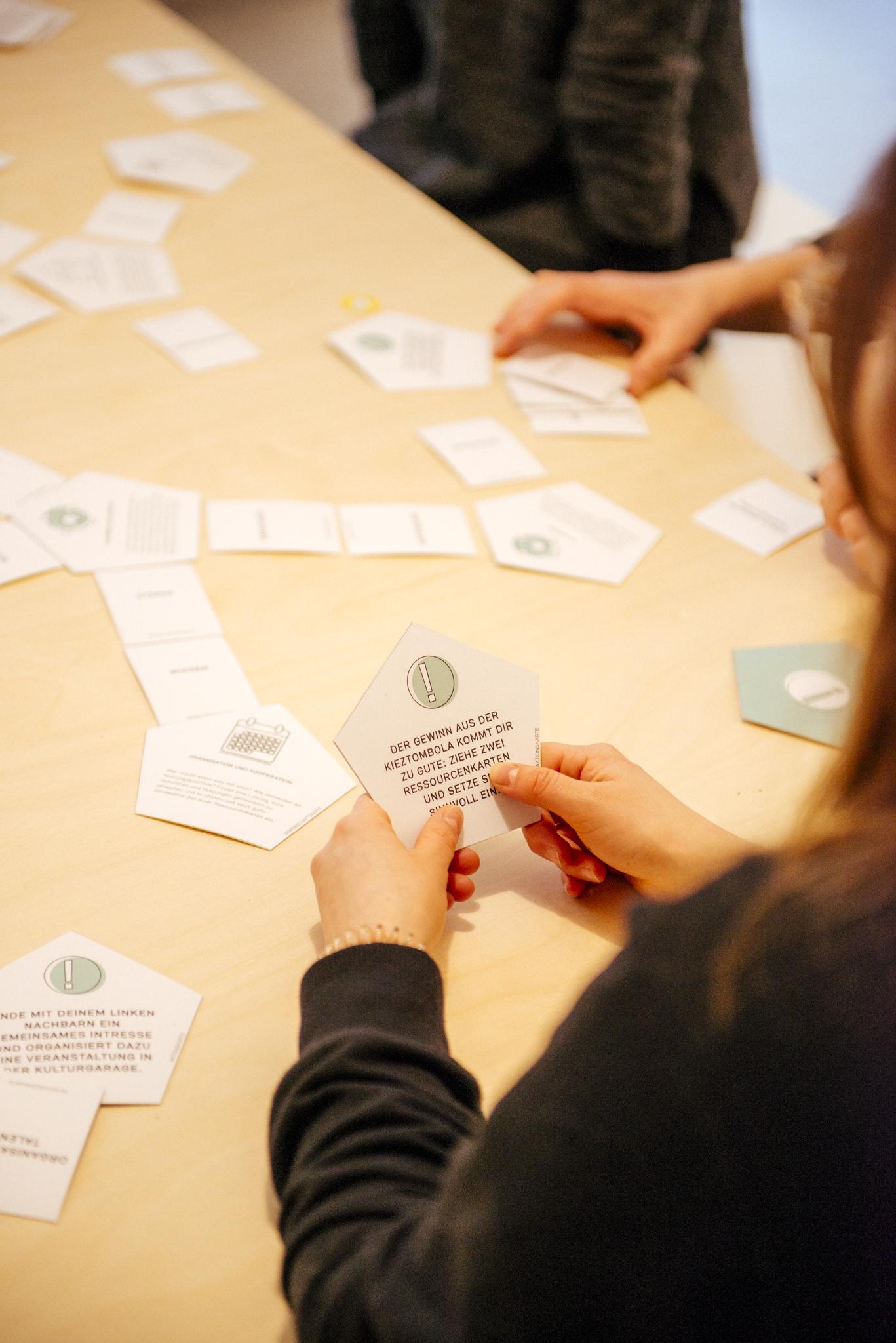 Spieleabend: ein eigens konzipiertes Spiel hilft beim Community Building