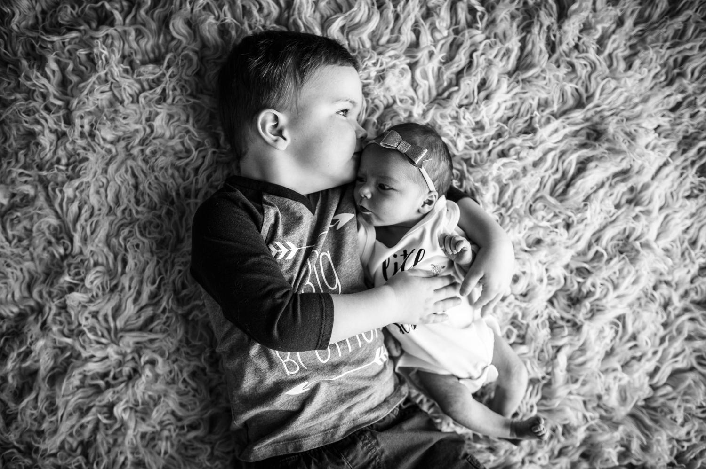newborn-sibling-photos-colorado