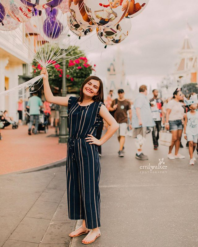 Walkin' right down the middle of Main Street with Alyson, class of 2019. 🎈I'm so excited to share more from our magical afternoon. ✨ #emilywalkerphotography #seniorpictures #classof2019
