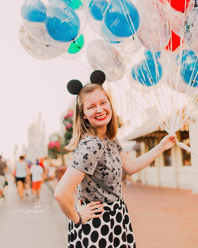 Yesterday with Shayla was filled with pixie dust, fun, and laughter. So thankful to catch up and celebrate her graduation from college! 🎉 #classof2019 #seniorphotos #emilywalkerphotography