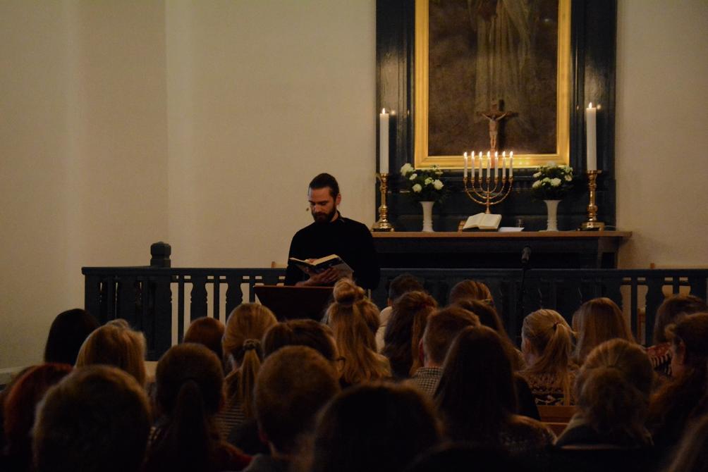 Kristian Kappel, cand.theol. og studentersekretær ved KFS, udlægger i aften i sin prædiken for os, hvad juleevangeliet fortæller os om ensomhed.