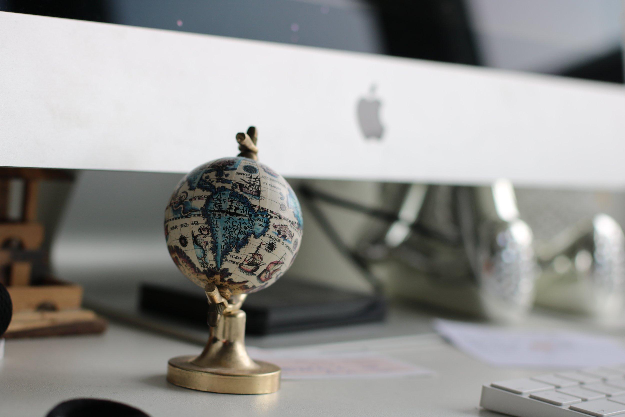 computer-cute-desk-815496.jpg