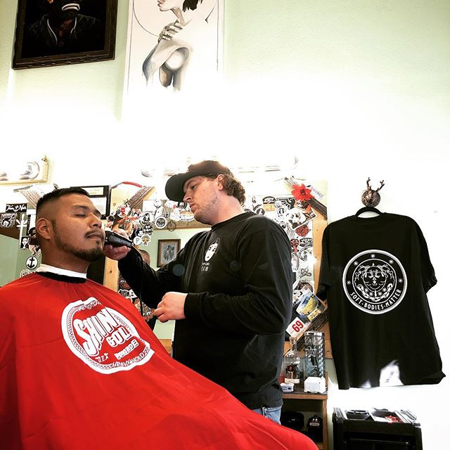 @zach_nordic doing his thing.  #1927barbershop #midtownsfinest #barbershop #shinergold