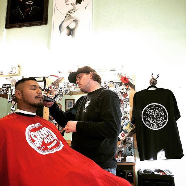 @zach_nordic doing his thing.  #1927barbershop #midtownsfinest #barbershop #shinergold